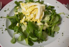 Nüssli-Salat mit Ei